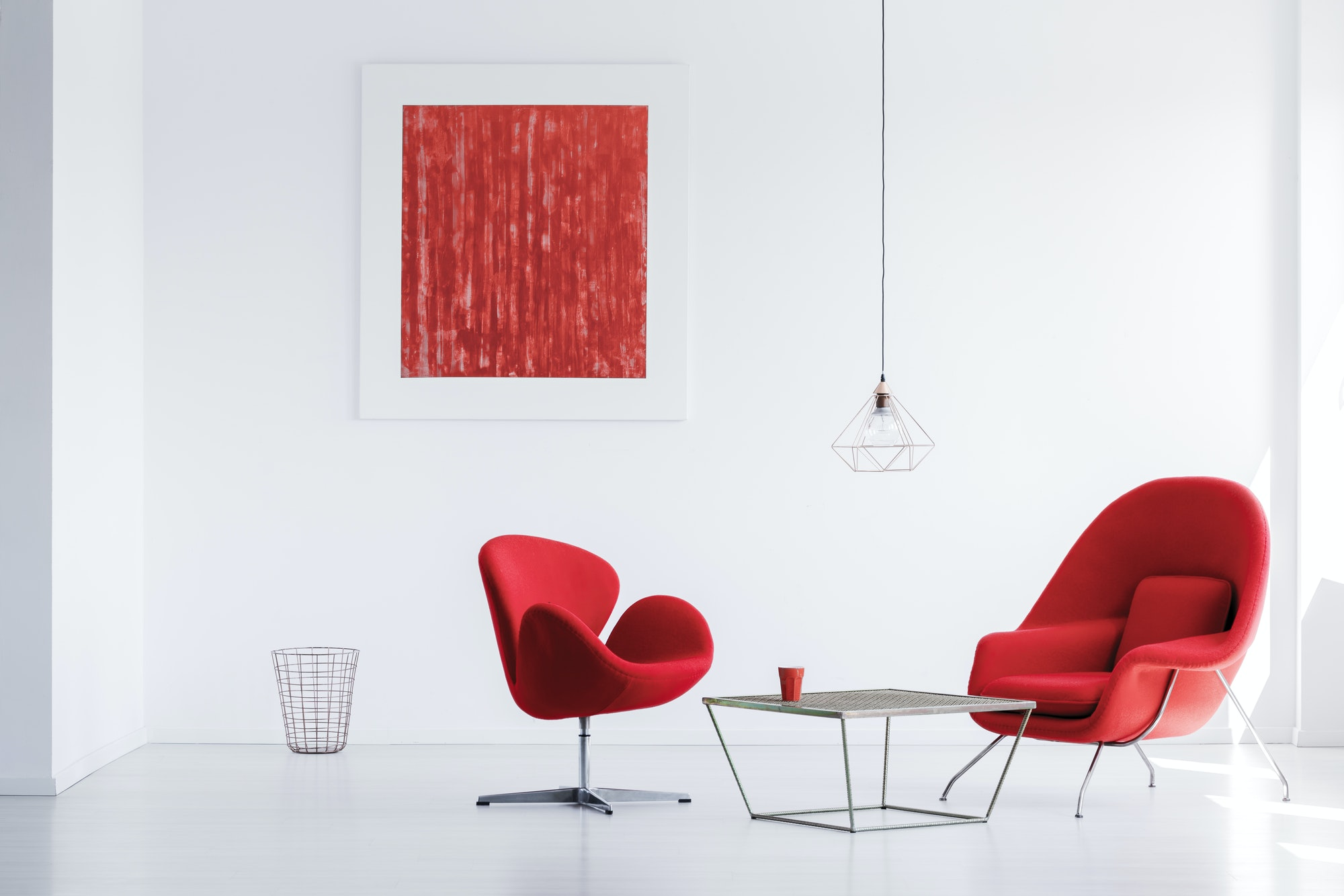 Servicios que realizamos Designer red armchairs at table