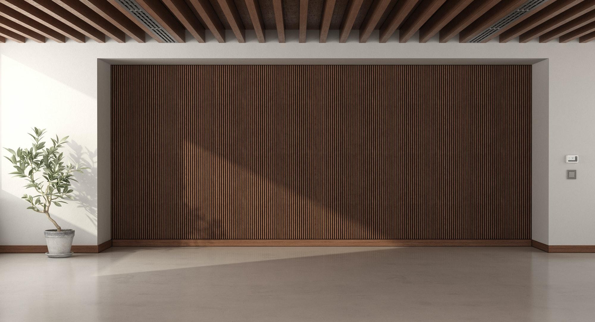 Techos con Vigas de Poliuretano Empty room with wooden paneling and roof beams